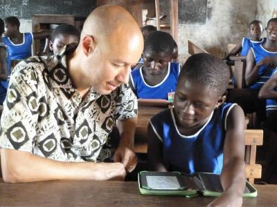 Ghana_student_reading_with_Worldreader_CoFounder_David_Risher