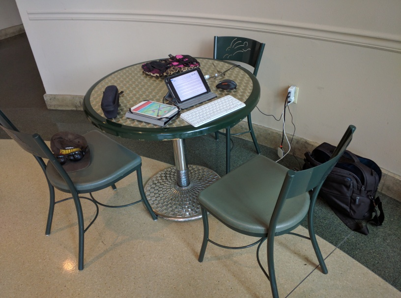 mall writing table