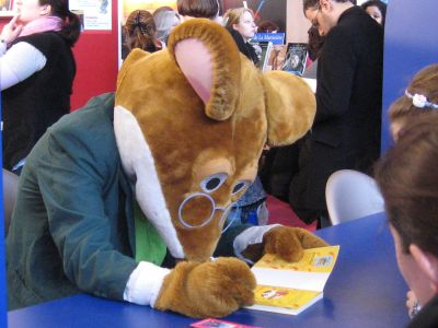Italian children's book author Geronimo Stilton autographs one of his books. Starting next year, it will be harder to resell such a book in California.  Photo credit: Dinkley on Wikimedia Commons, used under a Creative Commons Attribution-Sharealike 3.0 Unported license.