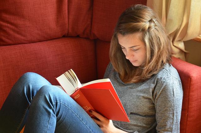girlreadingbook2