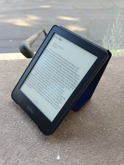The Kobo Clara HD's backlit screen is equally suitable for reading indoors or in natural sunlight.